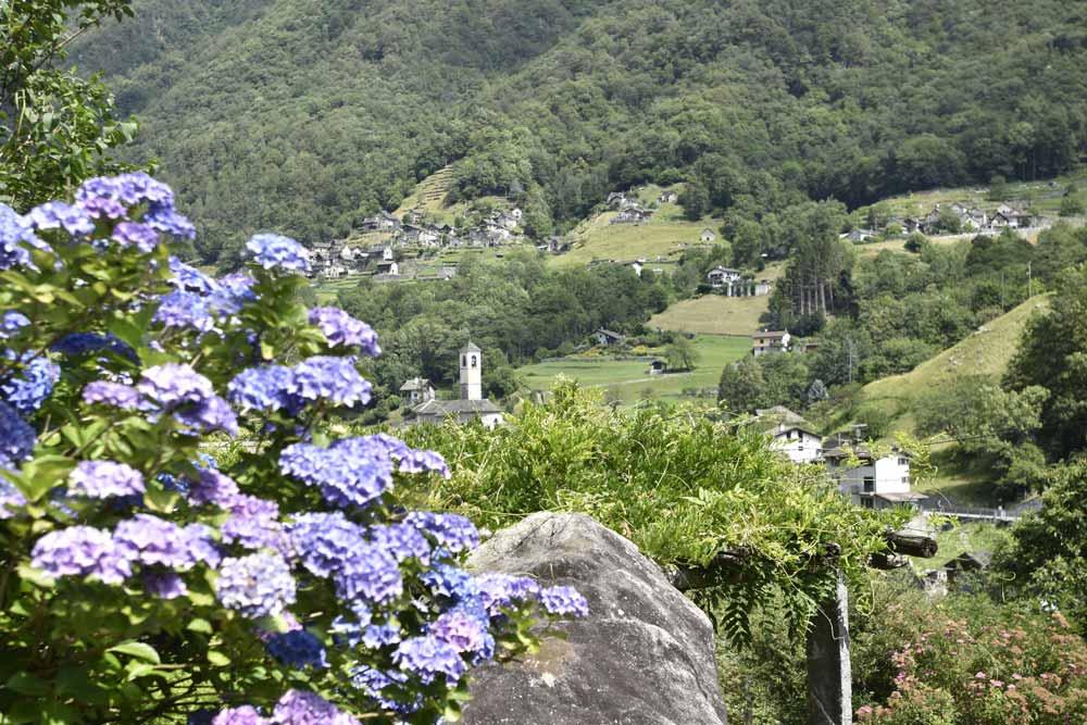 Veduta del paese di Lavertezzo in Val Verzasca